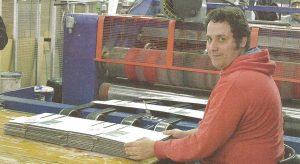 Maurizio è uno dei disabili occupati nello scatolificio CLS LA di Saronno: 60 i dipendenti assunti, di cui 20 soggetti con fragilità.